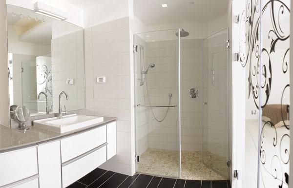מקלחוני זכוכית בהתאמה אישית