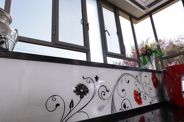 קטלוג חיפוי קיר זכוכית לבית