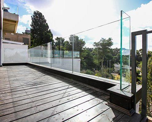 פרויקט מעקות זכוכית לבית