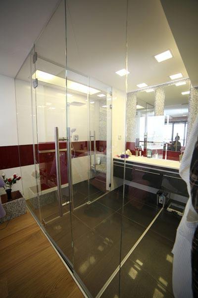 דלתות זכוכית לחדר רחצה