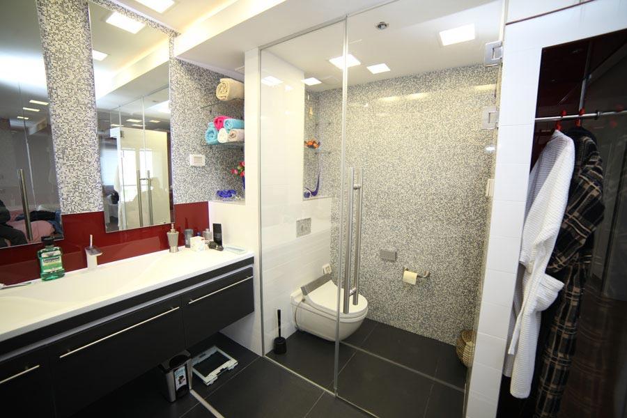 עיצוב דלת זכוכית למקלחת