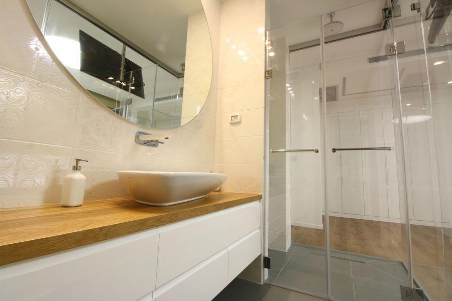 מקלחוני זכוכית לחדר