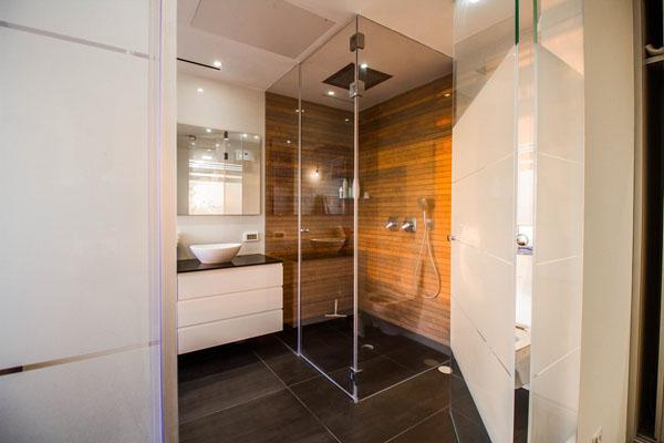 פרויקט מקלחת מזכוכית