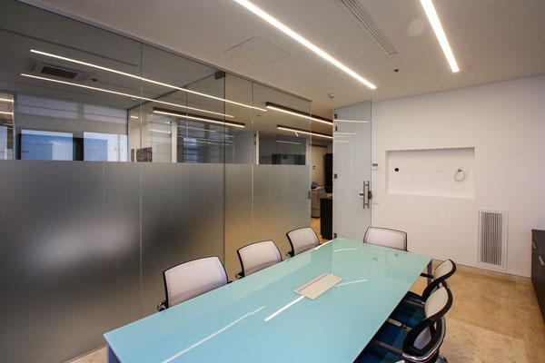 מחיצות זכוכית למשרד