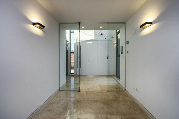 עיצוב דלת זכוכית