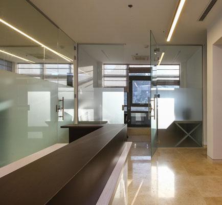 עיצוב דלתות מזכוכית