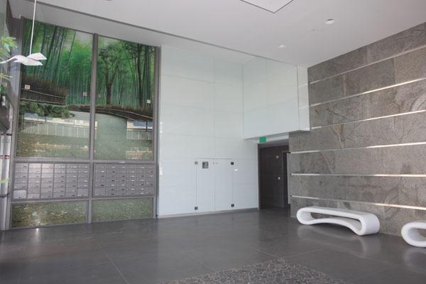 פרויקט חיפוי קיר זכוכית 3