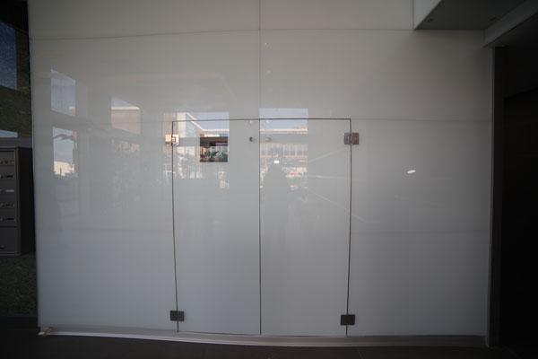 פרויקט קיר זכוכית