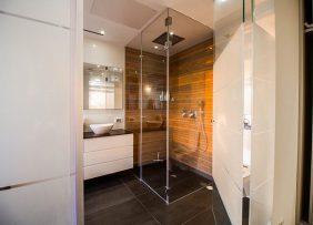 מקלחוני זכוכית